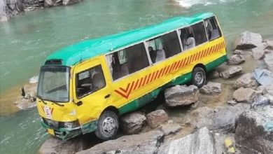 Photo of Bus Carrying Doctors Overturned in River, Leaving 15 Injured